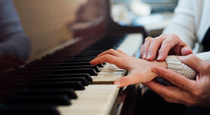 kiedy zapisac dziecko na lekcje pianina